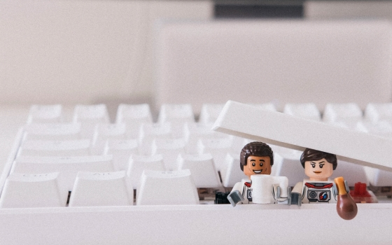 Two lego characters drinking coffee in a keyboard